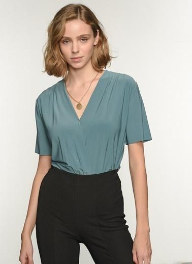 NGSTYLE Kadın Kruvaze Alttan Çıtçıtlı Bluz NGKSS21BL0024 Yeşil